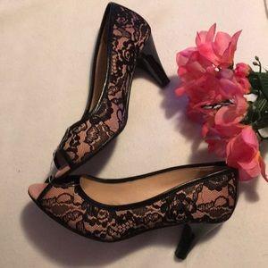 NWOT - LE SAUNDA Rose and Black Lace Shoes
